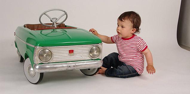 Bambini in auto, dal 2017 multe e sospensione della patente