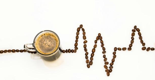 caffè e benzina per mettere in moto veicoli