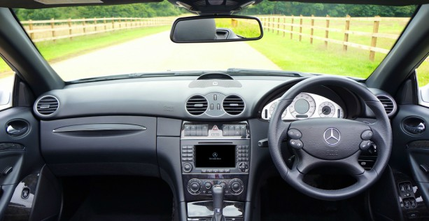 Pulire la tappezzeria auto: come ottenere il massimo