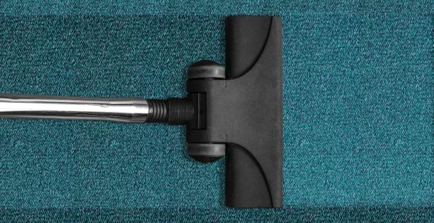 Come pulire i tappetini auto con aspirapolvere