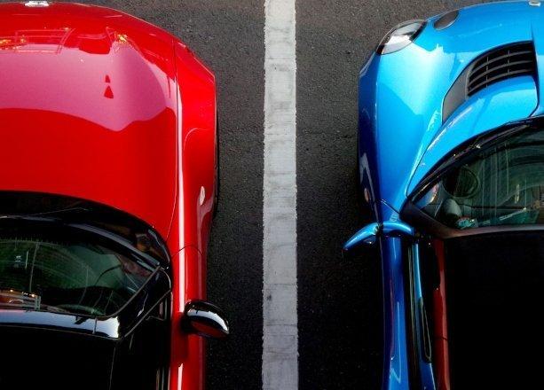 Parcheggio parallelo: tecniche per parcheggiare l'auto