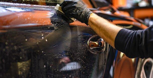 Come ripristinare vernice trasparente auto