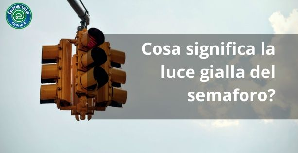 Come comportarsi al semaforo giallo?