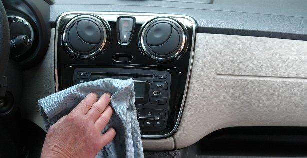 Sanificazione auto con ozono: pulizia abitacolo