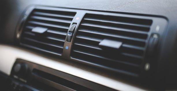 Come fare la manutenzione aria condizionata in auto con ozono
