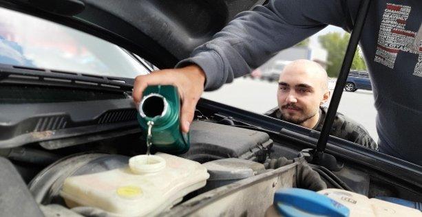 Cosa fare se l'auto perde olio?