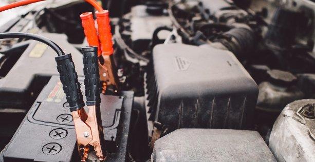 Batteria auto si scarica velocemente, come caricarla?