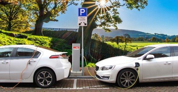 consigli per guidare auto elettrica: area di sosta colonnine di ricarica